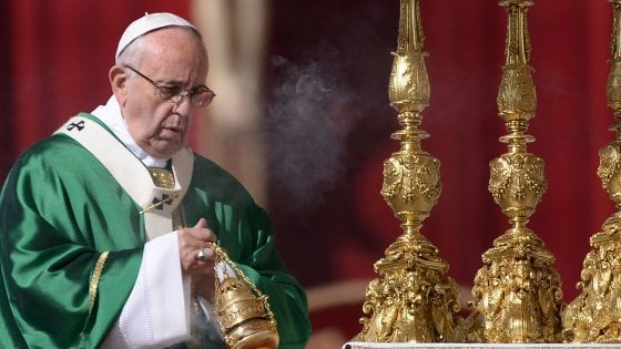 """Il Papa: """"Anche Maria è stata una migrante, lontana dalla sua terra"""""""