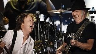 Paul McCartney - Neil Young, omaggio ai Beatles al Desert Trip
