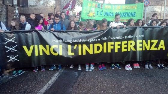 """""""Vincere l'indifferenza"""": marcia Perugia-Assisi nel nome della pace e della fraternità"""