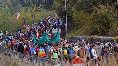 Vincere l'indifferenza: marcia Perugia-Assisi nel nome della pace e della fraternità