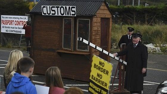"""Brexit, Londra ritira la proposta shock: """"Niente liste pubbliche dei lavoratori stranieri"""""""