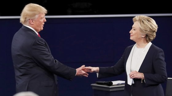 """Usa: Trump-Clinton, secondo confronto. Lui: """"Bill abusatore di donne"""". Lei: """"Ingerenze russe nella campagna elettorale"""""""