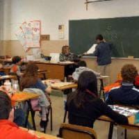 Scuola, il governo vuole assumere 80 mila precari
