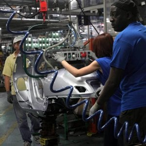 Balzo inatteso della produzione industriale ad agosto