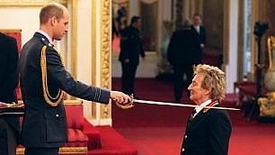 Dal palco a Buckingham Palace, Sir Rod Stewart è cavaliere di Sua Maestà