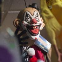 Travestiti da horror-clown, ma