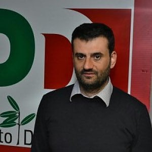 Anci ecco decaro il sindaco renziano nuovo numero uno for Numero dei parlamentari italiani