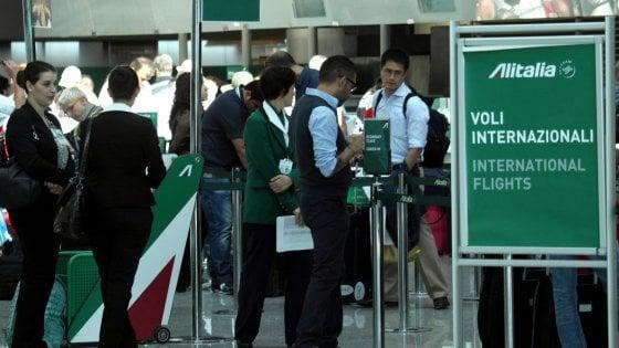 """Alitalia aggiorna i sistemi: sito spento tra venerdì e sabato, """"meglio anticipare i check-in"""""""