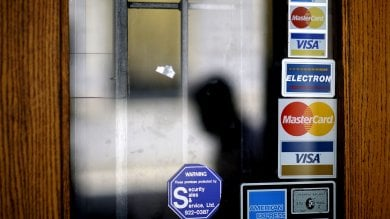 L'Antitrust: No sovrapprezzi per chi paga online con carta di credito. Multate compagnie low-cost