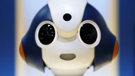Al Maker Faire il bracciale per l'Sos, il robot barista e il guanto dei sensi
