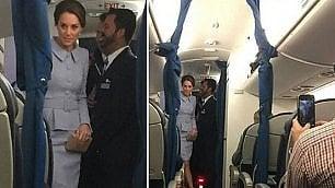 Kate Middleton da sola su volo di linea: la sorpresa dei passeggeri