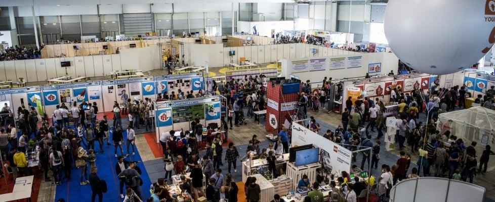 """Maker Faire, premiato il guanto che """"fa parlare"""" le mani"""