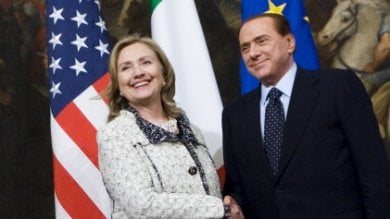 Wikileaks, Berlusconi pianse con Clinton: Dici certe cose di me...