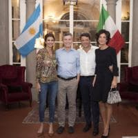 Firenze, Renzi riceve presidente argentino: lady Macri in jeans
