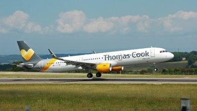Marito e moglie litigano in aereo sul Nottingham-Corfù: il pilota atterra a Brindisi e li fa scendere