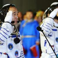 Cina, due taikonauti nello spazio: il lancio della Shenzhou-11