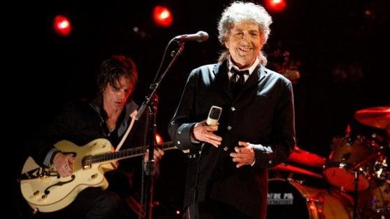 """Il tempismo è perfetto, Bob Dylan è in dialetto lombardo: """"È l'emblema dei cantastorie"""""""