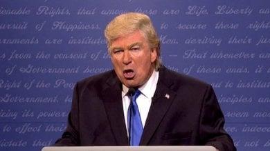 Trump contro il Saturday Night Live e l'attore che lo imita: Baldwin fa schifo. Chiudere il programma