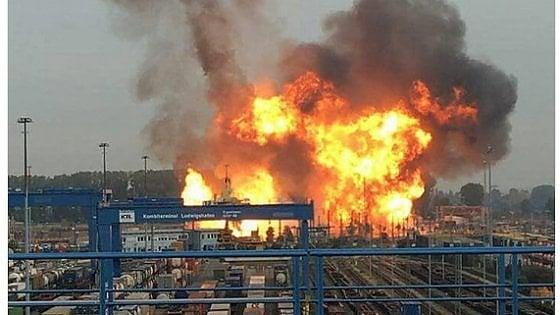 Germania, esplosioni in due diverse aziende chimiche: feriti e dispersi