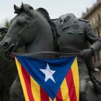 Spagna, uova e polemiche sulla statua decapitata di Franco