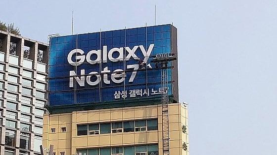 """Samsung, per il Note 7 un recall da 5,3 mld. Possibile causa, """"una vite lenta"""""""
