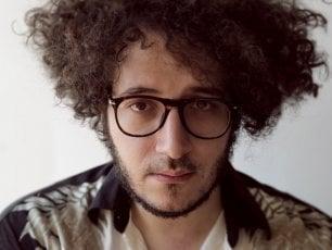 Nicolò Carnesi, elogio del tedio secondo un giovane cantautore