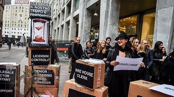 Roberto Cavalli, lavoratori in sciopero contro i licenziamenti a Milano