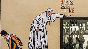 Roma, papa Francesco gioca a tris. Il graffito di Maupal apparso a Borgo Pio e poi rimosso