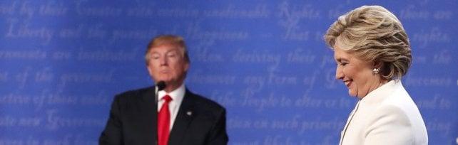 """Trump-Clinton, ultimo dibattito al calor bianco       Lui: """"Non so se accetterò il risultato del voto"""""""