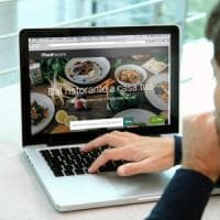 Invito a cena con Facebook: il food delivery sbarca sul social