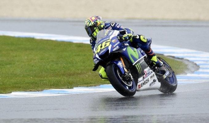 La pioggia frena le libere, Rossi penalizzato
