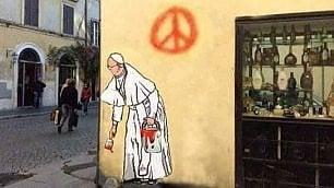 Riappare il murale del Papa  ma è solo un fotomontaggio