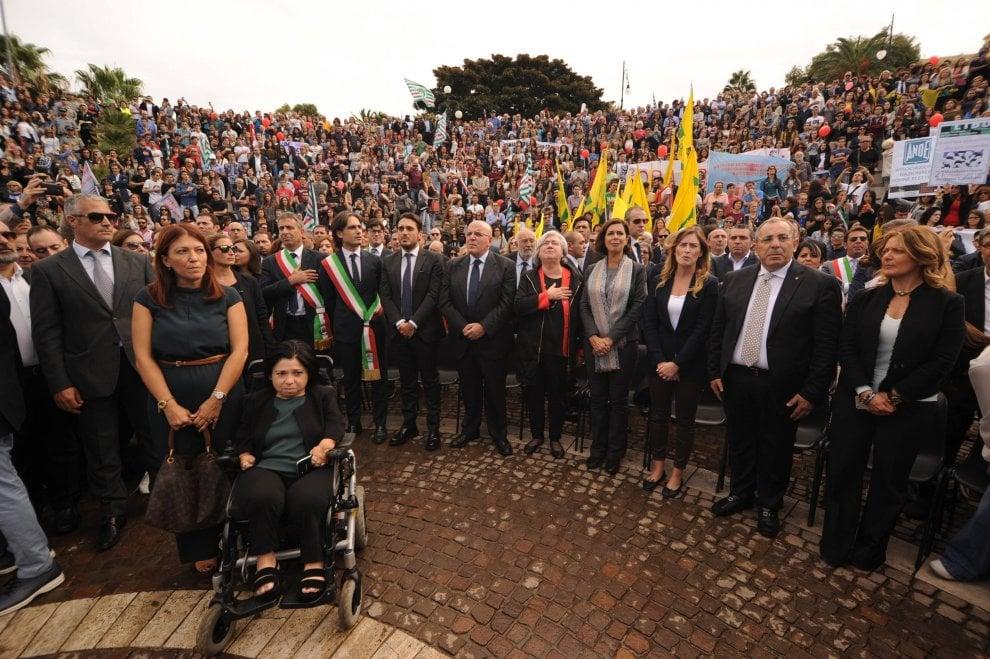 Reggio Calabria, cittadini e politici manifestano contro la violenza sulle donne