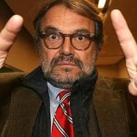 """Vibo Valentia, Toscani rifiuta selfie con uno studente: """"Potresti essere un mafioso"""". Ma..."""