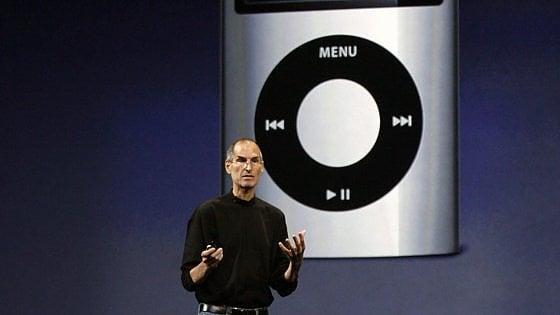 Apple, l'iPod compie 15 anni. Così la musica è entrata nelle nostre tasche