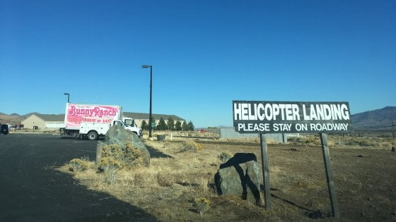 """La campagna per le presidenziali al culmine anche nelle """"case dell'amore"""" del Nevada"""