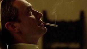 Jude Law, papa scandaloso L'omelia fa svenire i cardinali