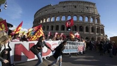 No, migliaia  in piazza  a Roma   video -     foto    E  nel Pd  l'ennesimo scontro con D'Alema
