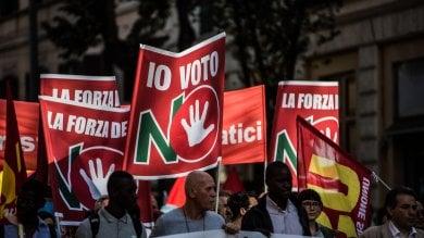 Foto  Migliaia in piazza a Roma per il No con sindacati di base e sinistra sociale   vd