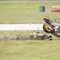 MotoGp, la spettacolare caduta di Marquez al Gp d'Australia