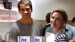 Parigi, Scarlett Johansson e il marito aprono un negozio di popcorn gourmet