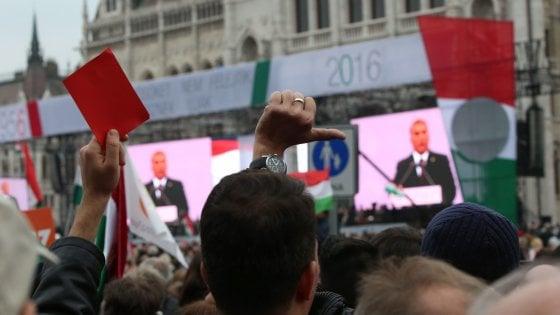 """""""Per Ungheria la Ue è come l'Urss"""": Orban fischiato alla cerimonia per la rivolta del 1956"""