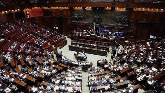 """Stipendi parlamentari Ue, Italia in testa. Ma la Camera dice: """"Paghiamo più tasse, siamo quinti"""""""