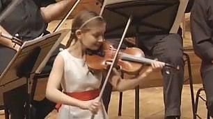 Alma, la virtuosa del violino prodigio della musica a 10 anni