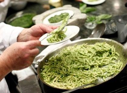 Pesto: ecco la ricetta perfetta (ma quante sorprese dalla storia)