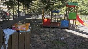 Videodoc  Giacigli e rifiuti ovunque L'ordinario degrado dei parchi