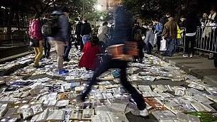 Letteratura contro traffico La strada è un tappeto di libri