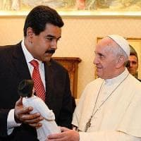 Vaticano, papa Francesco mediatore in crisi venezuelana: riceve a sorpresa