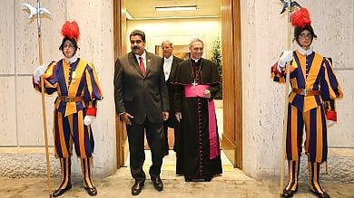 Vaticano, Papa a sorpresa riceve Maduro Francesco mediatore su crisi Venezuela