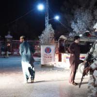 Decine di vittime in assalto a scuola di polizia di Quetta in Pakistan